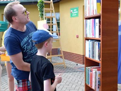 Galeria Piknik z książką w tle w Żeliszowie